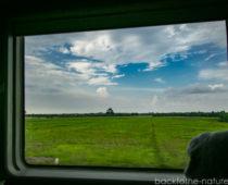 ジャカルタへの列車移動と秘密道具