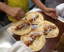コルカタのオススメグルメ・安くて美味いチキンロール屋