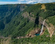 インド最大の落差!ノンカリカイの滝と洞窟巡り