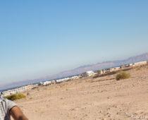 女忍者と砂漠の覆面の男たち