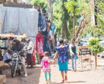 キリマンジャロコーヒーに舌つづみ&アフリカのオシャレな女性たち(モシの宿情報2軒あり)