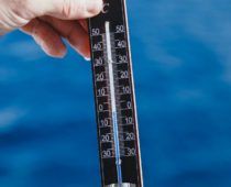 さぁ、水温2℃の南極海に飛び込もう